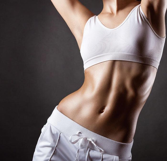 γυναικείο σώμα με κοιλιοπλαστική